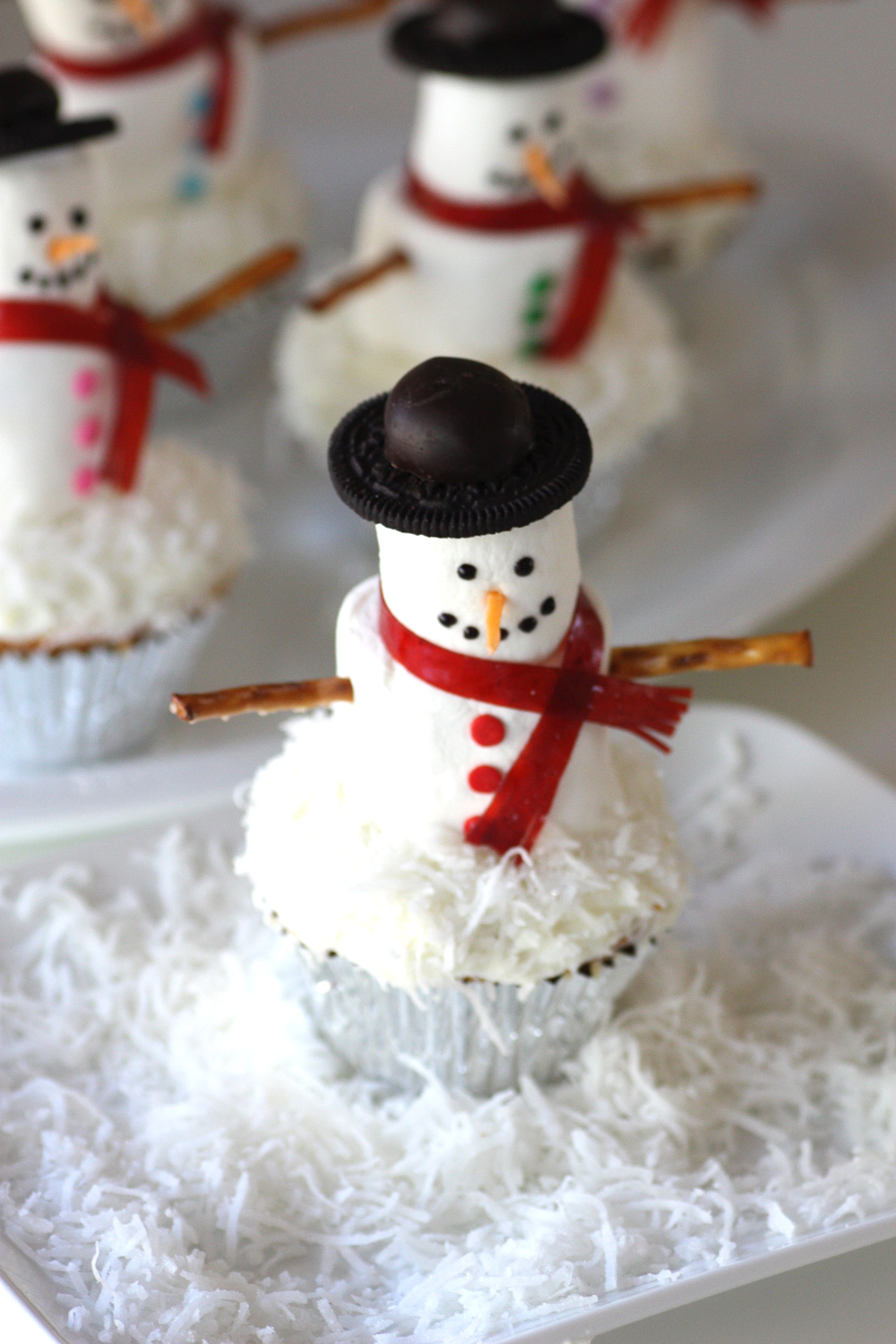 {DIY} Marshmallow Snowman Cupcakes | Catch My Party