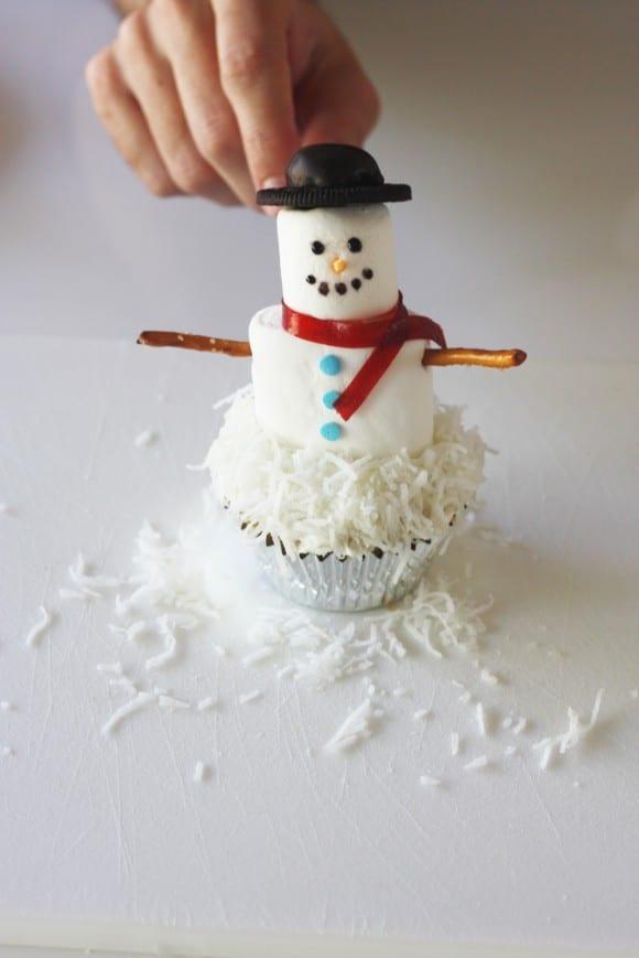 Marshmallow snowman cupcake recipe