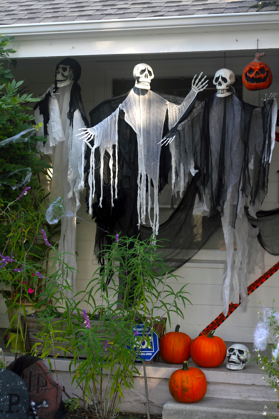 The Easiest Scariest Halloween Decorations! | Catch My Party